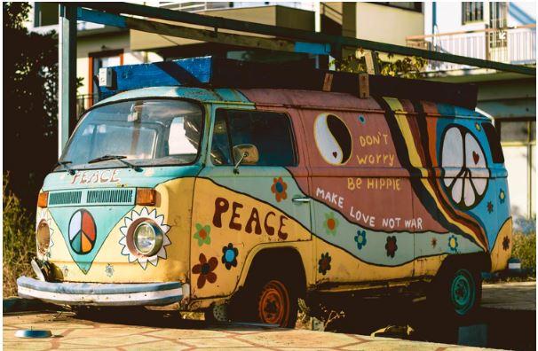 Hippy bus uit flower power tijd