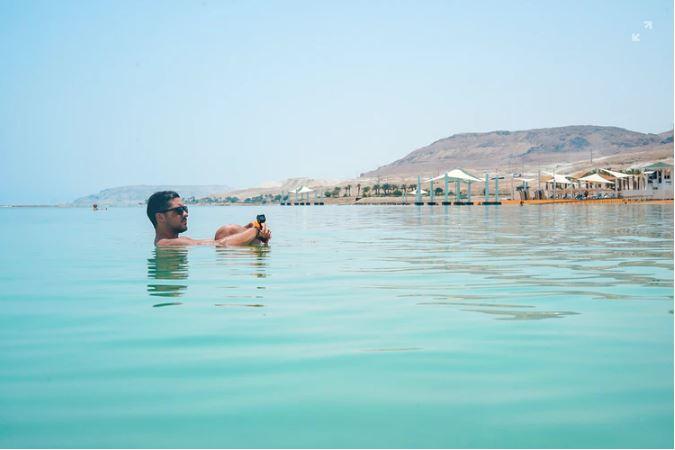 Een mediterraans eiland - afkoelen in het water